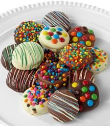 Just Flowers: Golden Edibles™ Birthday Belgian Chocolate-Dipped Oreo® Cookies Hot Chocolate Gifts, Coconut Hot Chocolate, Chocolate Dipped, White Chocolate, Mnm Cake, Oreo Cake, Oreo Cookies, Chocolates, Chocolate Garnishes