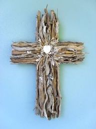 pictures of driftwood crosses Wooden Crosses, Crosses Decor, Wall Crosses, Driftwood Projects, Driftwood Art, Seashell Crafts, Beach Crafts, Rama Seca, Magnetic Photo Frames