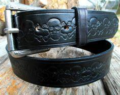 Black leather belt, Custom leather belt, Men's leather belt, Tooled leather belt, Leather belt skull and crossbones, Engraved leather belt
