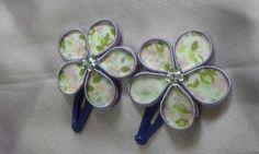 Presilha de cabelo flor lilás com floral. O par. R$ 5,00