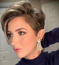 new modern short haircuts for 2019 - Tired of looking for something new? modern short haircuts for 2019 but can& find a style for - Very Short Hair, Short Hair With Layers, Short Hair Cuts For Women, Short Hairstyles For Women, Modern Short Haircuts, Short Haircut Styles, Short Pixie Haircuts, Androgynous Haircut, Blonde Haircuts