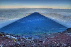 60km以上に及ぶんだって。富士山は、影だって日本一なんだ | roomie(ルーミー)