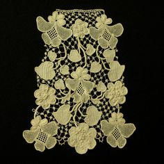 Shamrock clones knot Jabot - fashionable in the late 19th century