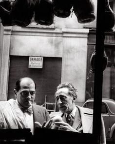 Luís Buñuel and Jéan Cocteâu at Ĉannes, 1967