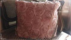 Sac Shabby Chic vieux rose à dentelle de fleur intérieur satin couleur vieux rose... fond capitonné avec perles nacrées