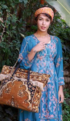 Tavin Boutique - Vintage Carpet Bag
