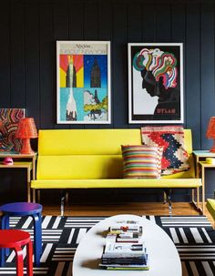 Inspiring Yellow Sofas To Perfect Living Room Color Schemes 142 Transitional Living Rooms, Transitional Decor, Modern Living, Transitional Kitchen, Room Colors, House Colors, Style Deco, Living Room Color Schemes, Dark Walls
