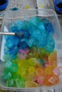 Cool things down with this rainbow ice. 23 Wildly Colorful Crafts To Do With Your Kids Preschool Science, Preschool Crafts, Classroom Crafts, Classroom Fun, Sensory Activities, Preschool Activities, Sensory Play, Sensory Table, Teamwork Activities
