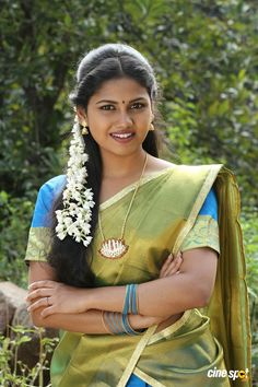 Cute beautiful Tamil girl in halfsaree malligai poo Beautiful Girl In India, Beautiful Girl Image, Most Beautiful Indian Actress, Beautiful Girl Quotes, Beautiful Ladies, Beauty Full Girl, Cute Beauty, Beauty Women, Beauty Girls
