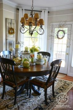 the existence of the dining room becomes a core thing. The dining room is like the heart of a house. The dining room decoration should be chosen carefully, because it's place that your family come together in one place. Dining Room Design, Dining Room Table, Dining Rooms, Hall House, Tuscan Design, Mediterranean Home Decor, Tuscan Decorating, Fall Decorating, Diy Home