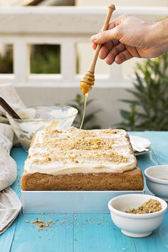 This walnut sheet cake is a very fluffy and moist, popular Greek dessert. It's usually served with a vanilla custard cream on top. Greek Desserts, Greek Recipes, Greek Cake, Greek Christmas, Walnut Cake, Greek Dishes, Vanilla Custard, Dessert Recipes, Frosting Recipes