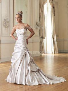 Robes de Mariée chic Sans manches en Satin col en cœur à traîne balayée ornée de perles et appliques €114.99