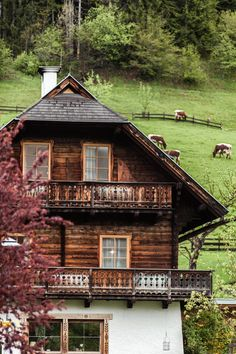 Biobauernhof Bio Hotel Holzbauweise Architektur neu Design Hotel, Boutique Hotels, Spa Hotel, Cabin, House Styles, Instagram, Home Decor, Architecture, Viajes