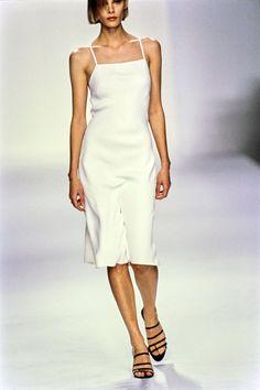 Calvin Klein Collection Spring 1995 Ready-to-Wear Fashion Show Collection: See the complete Calvin Klein Collection Spring 1995 Ready-to-Wear collection. Look 34 White Silk Dress, Silk Satin Dress, Silk Slip, 90s Fashion, Runway Fashion, Trendy Fashion, Spring Fashion, Fashion 2018, Fasion