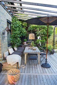 Why Are Pergolas So Popular Code: 4593902880 Small Courtyard Gardens, Back Gardens, Outdoor Gardens, Outside Living, Outdoor Living, Screen House, Beach Cottage Style, Outdoor Spaces, Outdoor Decor