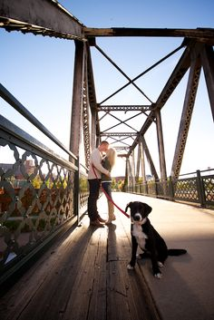 wynkoop-lodo-downtown-denver-fall-engagement-photography-kissing-couple-black-dog