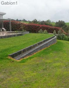 Design on Slope of hilly land Landscape Walls, Landscape Architecture, Landscape Design, Garden Design, Sloped Backyard, Sloped Garden, Backyard Patio, Landscaping A Slope, Landscaping Retaining Walls