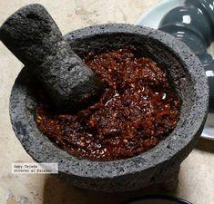 Receta. Salsa de chiles secos y jitomates asados, de mesa pobre para tacos de lujo