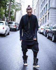 Nice look but stupid shoes Dystopian Fashion, Cyberpunk Fashion, Mens Fashion Sweaters, Japan Fashion, Dark Fashion, Swagg, Alternative Fashion, Streetwear Fashion, Street Wear
