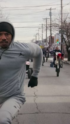 Michael B. Jordan Creed Workout Gear Outfits - GQ Having a healthy and fit body No Equipment Workout, Workout Gear, Fitness Equipment, Rocky Film, Michael Bakari Jordan, Creed Movie, Mike B, Outfits Plus Size, Cute Black Guys