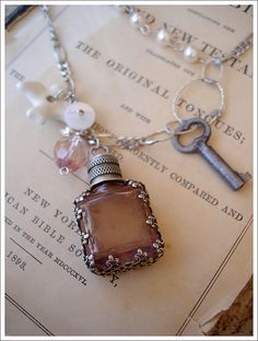 I enjoy looking at the old and rich history of the Victorian Era jewelery because I believe it shows what the people truly believed in during those days. Metal Jewelry, Antique Jewelry, Vintage Jewelry, Handmade Jewelry, Vintage Hats, Jewelry Crafts, Jewelry Art, Jewelry Accessories, Bottle Jewelry