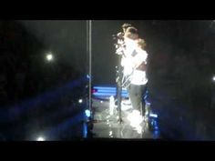Last First Kiss- One Direction LIVE at the ACC Toronto July 9th (TMH TOUR) - YouTube