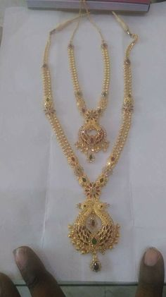 Gold Mangalsutra Designs, Gold Earrings Designs, Gold Jewellery Design, Necklace Designs, Gold Necklace Simple, Gold Jewelry Simple, Jewelry Model, Bridal Jewelry, Awesome