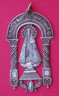 Excelente Medalla Antigua Virgen de los Desamparados. Valencia. Indumentaria Tradicional. - Foto 1