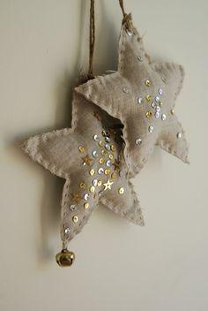 Stars made with fabric and sequins / Estrellas en tela y lentejuelas