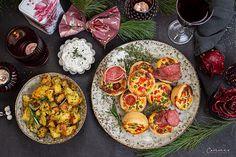 Mini Quiches mit Gemüse, Salami und Parmesan Bratkartoffeln Mini Quiches, Parmesan Bratkartoffeln, Party Buffet, Snacks Für Party, Bruschetta, Ethnic Recipes, Food, Roast, Red Peppers