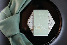 手作りすれば1枚80円。流行りの六角形×ミラー席札のとっても簡単な作り方 | ARCH DAYSペーパーアイテム 席札 装飾アイテム / WEDDING | ARCH DAYS Wedding Name, When You Love, Loving Someone, Pretty Little, Arch, Poster, Crafts, Weddings, Deco