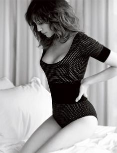 Vera Farmiga poses for hot photos and sits down for an interview with Esquire. But mostly you'll be interested in the photo gallery of Vera Farmiga. And Up in the Air and The Departed. Beautiful People, Beautiful Women, Gorgeous Girl, Beautiful Curves, Beautiful Body, Vera Farmiga, Michelle Monaghan, Actrices Hollywood, Inspiration Mode