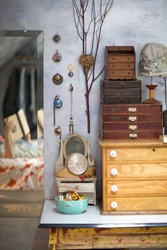 Small Wooden Chest Of Drawers Vintage Drawers, Wooden Chest, Cubbies, Shelves, My New Room, Interiores Design, Kitchen Interior, Wooden Boxes, Decoration