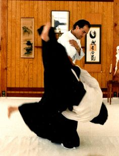 Steven Seagal - performing the IRIMI NAGE / ENTERING THROW