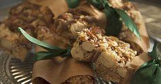 Suchst du einen leckeren und gesunden Snack für zwischendurch? Lass dich nicht verleiten von den Zuckerbomben! Im Handumdrehen kochst du eigene Müsli-Riegel