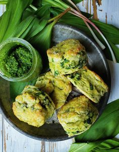 Pesto flavours these uber flakey biscuits, and cheddar cheese adds the best flavour. Easy to whip up, small batch and gluten free option included. #glutenfree #pestobiscuits #pesto #wildgarlicpesto #ramppesto #bakingday #smallbatch