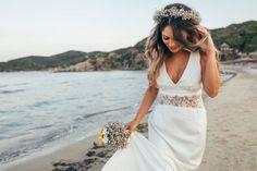 Od klasycznego kwiatowego aromatu po nietuzinkowe perfumy dopasowane do Twojej osobowości. Wśród naszych propozycji znajdziesz coś dla siebie. Wedding Dresses Near Me, Fit And Flare Wedding Dress, Wedding Dress Sleeves, White Wedding Dresses, Boho Wedding Dress, Designer Wedding Dresses, Casual Wedding, Mermaid Wedding, Flare Dress