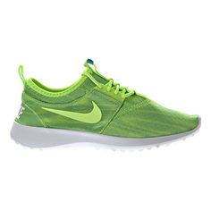 The Nike Juvenate Print Women's Shoe is made with a super-flexible mesh upper for breathability and innovative packable design so you can fold it up and go.