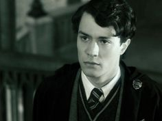 Christian Coulson as Tom Marvolo Riddle in Harry Potter and the Chamber of Secrets. Harry Potter Toms, Harry Potter Imagines, Harry Potter Cast, Harry Potter Universal, Harry Potter Characters, Harry Potter Aesthetic, Slytherin Aesthetic, Young Tom Riddle, Chamber Of Secrets
