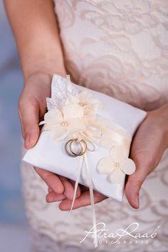 Ringkissen - Ringkissen Schleife Spitze Hochzeit PRE 13 - ein Designerstück von Perle-Wismer bei DaWanda