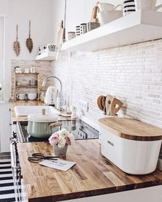 Farmhouse kitchen decoration ideas - Easy and gorgeous ways to change your cooking area with genuine farmhouse design at. kitchen on a budget 40 pretty farmhouse kitchen makeover design ideas on a budget 37 Küchen Design, Home Design, Design Ideas, Home Inside Design, Kitchen Remodel Before And After, Interior Design Living Room, Home Kitchens, Country Kitchens, Farmhouse Kitchens