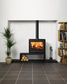 Wider still than the Stovax the Freestanding stove is a wood burning appliance only. However, it has the potential to create an outstanding landsc Modern Log Burners, Contemporary Wood Burning Stoves, Wood Stove Modern, Freestanding Fireplace, Freestanding Stoves, Wood Stove Surround, Wood Burner Fireplace, Brick Fireplace, Reno