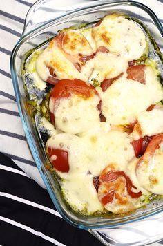Kipfilet uit de oven met mozzarella, pesto en tomaat