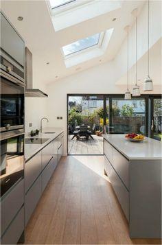 Classic Kitchen, Modern Kitchen Island, New Kitchen, Kitchen Decor, Kitchen Lamps, Kitchen Ideas, Kitchen Islands, Kitchen Inspiration, Kitchen Cabinets
