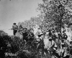 A US platoon advancing towards a German machine gun position, 1917