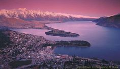Discover all the attractions of Queenstown and New Zealand's South Island with one of these campervan itineraries. Places Around The World, Oh The Places You'll Go, Great Places, Beautiful Places, Lake Wakatipu, Lake Wanaka, Tolkien, New Zealand Holidays, Bay Of Islands