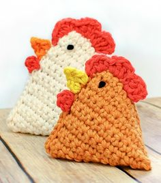 Cute crochet chick beanbags ... how cute would this be with an egg-shaped board to toss them in!?