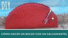 Cómo hacer un bolso personalizado con un salvamantel: paso a paso - melopinto.com Holidays And Events, Coin Purse, Crochet Hats, Wallet, Purses, Clutches, Ideas, Make A Purse, How To Make Bags