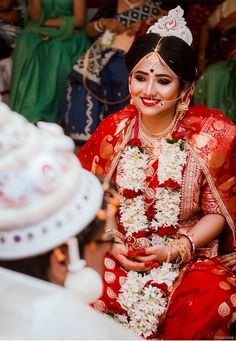 14 Beautiful Photos of Bengali Brides that will Mesmerize You! Indian Bridal Photos, Indian Bridal Outfits, Indian Bridal Fashion, Bengali Bride, Bengali Wedding, Wedding Bride, Bengali Saree, Bengali Bridal Makeup, Indian Wedding Photography