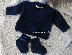 Magia do Crochet: Crochet para a colcha e tricot para os casaquinhos e botas ...do bege ao azul escuro